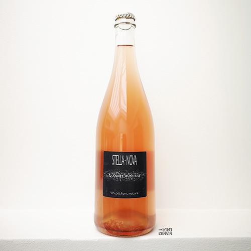 Bouteille de L'Année Bulleuse 2020 le pet-nat rosé de Philippe Richy du domaine stella nova et distribué par l'envin agence de vin bio, biodynamique et nature sur paris ile de france loiret - export agency