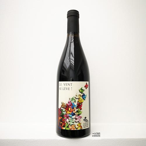Bouteille du vin rouge bio Le Vent se lève 2019 du domaine Les Déplaude de Tartaras Rhône Loire syrah distribué par l'envin agent sur paris ile de france loiret export