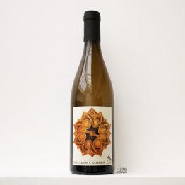 Bouteille du vin blanc bio regards croisés 2019 du domaine Les Déplaude de Tartaras Rhône Loire à base de Roussanne, Jacquère, Ravat blanc, Clairette et distribué par l'envin lenvin agent sur paris ile de france loiret export