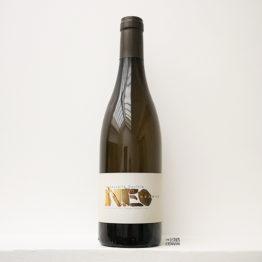 Bouteille de vin blanc Neo Nervis 2019 du domaine La Nouvelle Don(n)e de Wilfried Valat dans le Roussillon, distribué par l'envin agent et grossiste en vin bio et nature sur paris ile de de france loiret